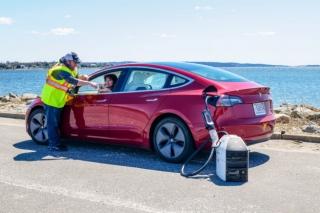 電動車用行動充電器上市,每分鐘補血 1 英里續航